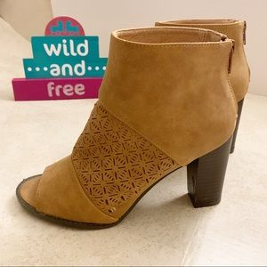 Report open toes booties, tan color size 7 1/2